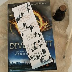 Fear doesnt shut you down. It wakes you up. -Veronica Roth Signature quote bookmark inspired by Veronica Roths bestselling series, Divergent. #bookmark #fear #tris #divergent #etsy #ad
