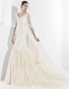 """Vestidos de novia con corte sirena y escote en """"V"""" delantero y espalda."""