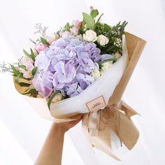 여름꽃다발, 여자친구 생일 꽃배달 by 사당역꽃집 리지데이 : 네이버 블로그 How To Wrap Flowers, Types Of Flowers, Flowers In Hair, Purple Flowers, Dried Flowers, Floral Bouquets, Hydrangea Bouquet, Hand Bouquet, Flower Packaging
