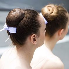 The perfect ballet bun is a must for all ballerinas! We've got a handy little how-to on the main site under Education => Video Tutorials that will ensure you make the ideal bun every single time!  Image via @royalacademyofdance #regram #balletbun #ballet #ballerina #updo #dancer #tutorial