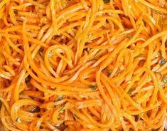 How to Make Butternut Squash Noodles W/Pumpkin Sauce Raw Food Recipes, Healthy Recipes, Butternut Squash Noodle, Pumpkin Sauce, Plat Simple, Simply Recipes, Side Salad, Vegan Baking, Love Food