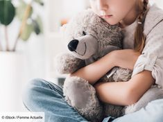 Enfant hypersensible : comment l'aider à s'épanouir sans le surprotéger ? Its Ok To Cry, Sleep Forever, State Of Decay, Mom Died, Stillborn, Bereavement, Blue Bloods, Feeling Sad, Talking To You