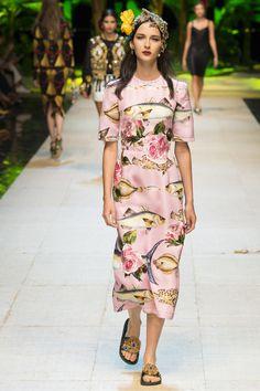 Dolce & Gabbana Spring 2017 Ready-to-Wear Fashion Show - Waleska Gorczevski