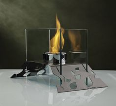 The Leaf Bio-Ethanol Fireplace is one step up from our aspen model. This fireplace is designed for indoor and outdoor use. This piece makes a great centerpiece in the garden or dining room. Tabletop Fireplaces, Bioethanol Fireplace, Wall Mounted Fireplace, Outdoor Table Tops, Elegant Homes, A Table, Table Lamps, Modern Contemporary, Indoor Outdoor