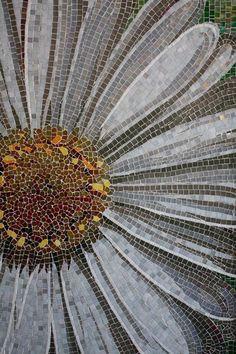 Mosaic daisy