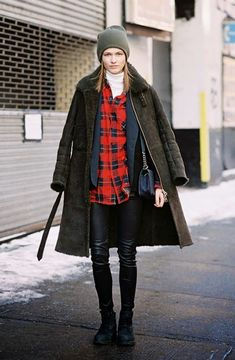 Perfect winter outfit: Plaid shirt layered over a turtleneck + heavy coat + beanie