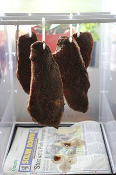 Whenever I mention South African food to non-South Africans someone will always mention biltong, usually describing it as this weird kind of raw dried meat that someone once made them try, but sometimes as this amazingly moreish snack. Curry Recipes, Meat Recipes, Recipies, Make Your Own, Make It Yourself, How To Make, Salted Caramel Fudge, Salted Caramels, Enamel Dishes