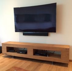 Design TV-Bank aus einem Stück massiver Eiche - geschliffen und geölt