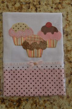 New kitchen towel models for sewing at home – Corre Aprender Applique Patterns, Applique Designs, Embroidery Designs, Sewing Patterns, Sewing Tutorials, Sewing Crafts, Sewing Projects, Projects To Try, Fabric Crafts