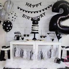 Festa do Mickey: +87 Inspirações para Decorar a sua Festa Mickey Mouse Birthday Cake, Mickey Mouse Club, Birthday Party Themes, Photo Wall, Frame, Party Ideas, Home Decor, Mickey Party, Picture Frame