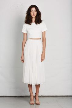 Total white moment with croped top + midi skirt