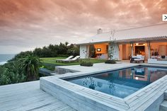 Modern Vacation Home Rentals for Design Lovers. Very small hotels, simple luxury villas, cabins, beach house rental and holiday lettings. Modern Villa Design, Boutique Homes, Vacation Home Rentals, Building A House, Beach House, House Styles, Holiday Rentals, Millionaire Houses, Karma Chameleon