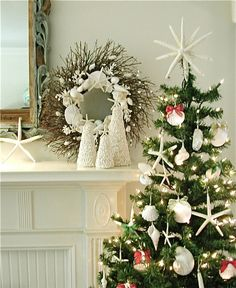 Beautiful wreath and love the starfish topper.  Must.Make.Now!