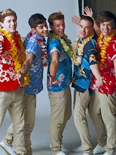 one direction Kiss You music video Fetus One Direction, One Direction Lockscreen, One Direction Images, One Direction Wallpaper, One Direction Humor, I Love One Direction, Liam Payne, Imprimibles One Direction, Desenhos One Direction