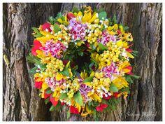 """Couronne florale décorative """"Soleil"""" . Creation unique : Accessoires de maison par perles-et-couronnes"""