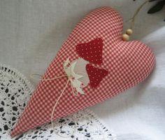 Herz mit Fliegenpilzen im Landhaus-Stil von Feinerlei auf DaWanda.com