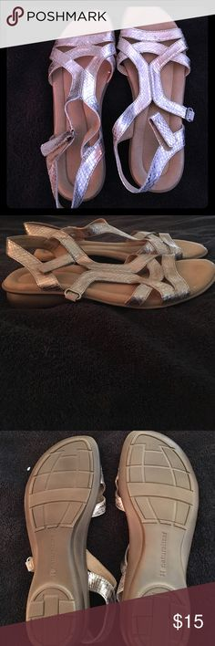 Women's size 8.5 gold naturalizer sandals Used size 8.5 gold sandals Naturalizer Shoes Sandals