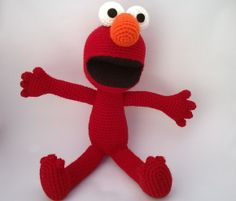 Boneco Elmo inspirado no personagem do programa de TV Vila Sésamo. Pattern design by Mucau Amigurumi
