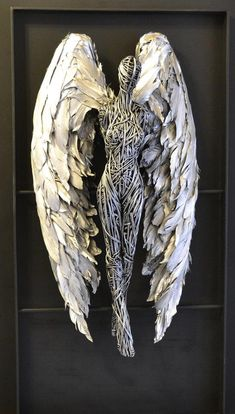 Angel Sculpture -- English artist Richard Stainthorp captures the beautiful energy and fluidity of the human body using wire. The life-sized sculptures feature both figures i Human Sculpture, Sculpture Metal, Lion Sculpture, Abstract Sculpture, Sculptures Sur Fil, Wire Sculptures, Arte Peculiar, The Human Body, Fantasy Wire