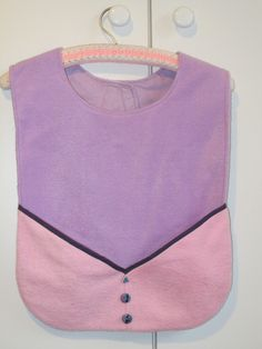 Pockets to warm hands or for a serviette or small items.