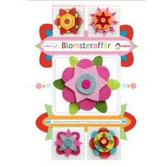Wenn du jemanden in Schweden nach  Blomsteraffär  fragst, dann wird er Dir den Weg zum nächsten Blumengeschäft zeigen – denn  Blomsteraffär  ist der schwedische Name für Blumenladen. Vorlagen für 3D-Blumen aus Filz, Stoff oder... Felt, Wool, Inspiration, Christmas Ornaments, Sewing, Holiday Decor, Pattern, Crafts, Diy