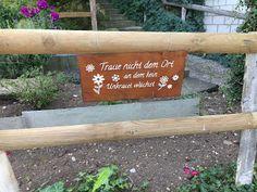 Blog über das Reisen und wandern. Zurzeit vorallem Wandern in der Schweiz. Fernziel ist der Fernwanderweg E1 Hiking Dogs, Switzerland, Summertime, Trail, Outdoor Decor, Blog, Home Decor, Hiking, Home