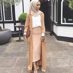 @sabinahannan never disappoints  she's wearing our Light Taupe Premium chiffon✨
