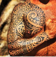 101 Amazing Samoan Tattoo Designs You Need To See! Polynesian Tribal Tattoos, Tribal Arm Tattoos, Geometric Tattoo Arm, Leg Tattoos, Sleeve Tattoos, Tattoos For Guys, Maori Tattoos, Borneo Tattoos, Fijian Tattoo
