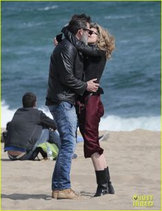 Jeffrey Dean Morgan & Hilarie Burton Share a Passionate Kiss: Photo Jeffrey Dean Morgan and his wife Hilarie Burton share a passionate kiss on the beach on Monday (March in Barcelona, Spain. The The Walking Dead… Hilarie Burton, Jefrey Dean Morgan, Jdm, Awkward Photos, 2 Kind, John Winchester, Falling In Love With Him, Actor Model, Celebrity Couples
