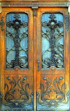 Gorgeous old door.