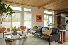 Green & Affordable Prefab Home Debuts in Palm Springs  photos by: Izumi Tanaka