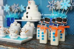 Idées DIY Fêtes : Frozen Birthday Party Decorations : Frozen Party Ideas A Disney's FROZEN movie inspired snowman birthday party. Lots of fun and easy Frozen Birthday Party, Frozen Movie Party, Birthday Parties, Frozen Disney, Frozen 6, Frozen Themed Food, Snow Party, Olaf Party, Diy Party Crafts