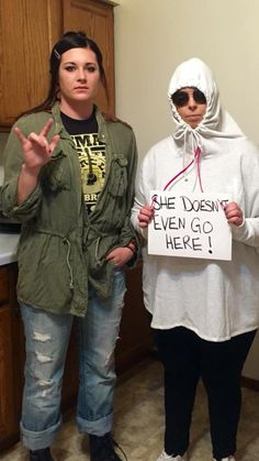 Funny Halloween Costume Janis and Damien Mean Girls #meangirls #halloweencostumes #funnyhalloweencostume