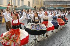 Portuguese folk dance -- Traje de Domingar