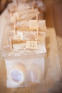 good way to incorporate the burlap and lace in to the favors