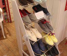 Ambientação de Lojas - Expositor para Sapatos em Acrílico, desenvolvido levando em consideração a decoração da loja.  http://www.sulacrilicos.com.br