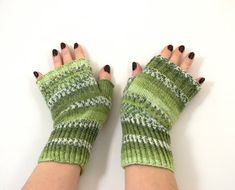 Hey, I found this really awesome Etsy listing at https://www.etsy.com/ru/listing/483231372/hand-knitted-fingerless-gloves-green