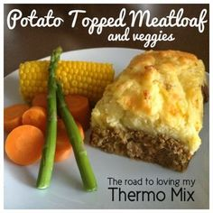 If you are looking for a dish that feeds a huge family, this is it! The meatloaf is large and filling and served with a steamer tray full of veggies really make Mince Recipes, Beef Recipes, Cooking Recipes, Rissoto Thermomix, Thermomix Bread, Bellini Recipe, Mashed Sweet Potatoes, Winter Food, Main Meals