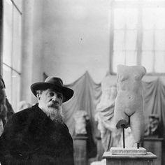 Wie kent niet De Denker of De Kus? Deze iconische beeldhouwwerken van Auguste Rodin zijn nu te zien in het Groninger Museum. In de tentoonstelling Rodin - Genius at Work zijn ruim 140 beelden en 20 werken op papier te zien waarmee dit de grootste Rodin-tentoonstelling ooit in Nederland is. En het mooiste is: jij kunt er gratis naartoe. Check #linkinbio voor meer informatie  #rodin #thethinker #nuinbazaar  via HARPER'S BAZAAR HOLLAND MAGAZINE OFFICIAL INSTAGRAM - Fashion Campaigns  Haute…