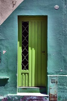 doors.quenalbertini: Green door in Argentina