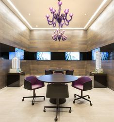 Meeting room, The Velopers, San Francisco, Panama - Bettis Tarazi  #interiordesign #interiors #houseinteriors #office #comercial #panama #luxury #design #purple #meetingroom #meeting #officeinteriors
