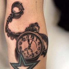 horloge 3D tatouée sur l'avant-bras