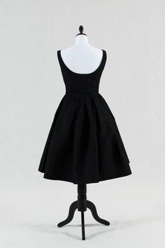 abito originale anni 50  taffetà di seta TG 44  Noleggio  50 euro al  giorno  Possibilità di acquisto  43143e34285