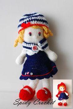 Кукла с различни дрехи - пелерина на червената шапчица, комплект шал и шапка, рокля и балерински обувки. Височина 20 см.