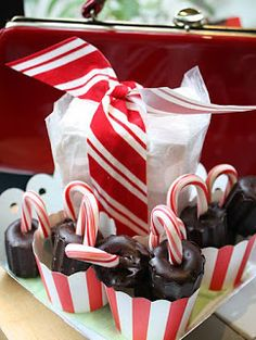 hostess gift - hot cocoa on a stick and simple vanilla marshmallows (recipes)