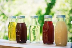 Make your own flavored simple syrups to add flavor and a bit of character to drinks, cocktails and desserts! Here are a few recipe ideas to inspire you.