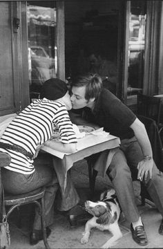 1969 | 21 Magnificent Mid-Century Pics Of Paris. Henri Cartier-Bresson / Via 0rchid-thief.livejournal.com Doggie, je t'aime.