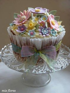#Pretty & Gorgeous #Flower topped Giant #Cupcake! Let's celebrate flowers! We love and had to share!