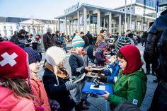 Gentse cultuurschepen  Annelies Storms roept alle inwoners van Gent, jong of oud, op om de boeken van de oude bibliotheek te verplaatsen naar de nieuwe. De Krook bibliotheek zal rond 10 maart geopend worden en de oude wordt gerenoveerd tot een administrief centrum. Er zijn in totaal 200.000 boeken verhuisd.