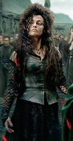 Belatrixe Lestrange cousine de voldemort et sœur de Nassira femme de Lucius Malefoy et tata de Draco
